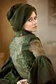 Jeune femme à la robe verte