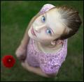 petite fille avec la fleur