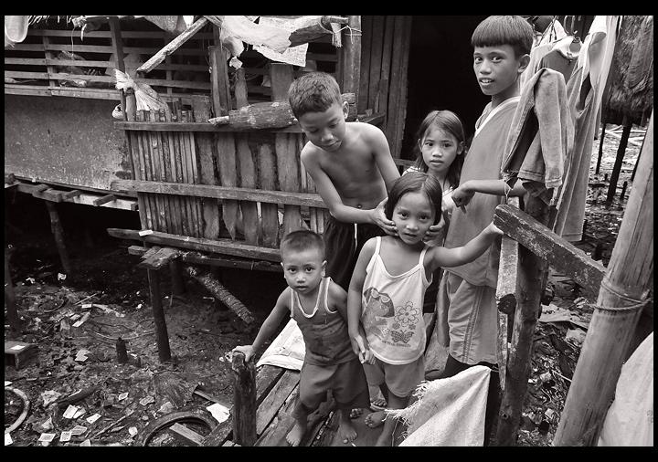 Smile For The Man : Sagkahan Slum, Tacloban