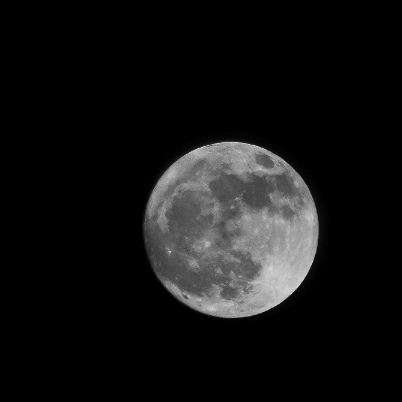 Simplistic full moon.