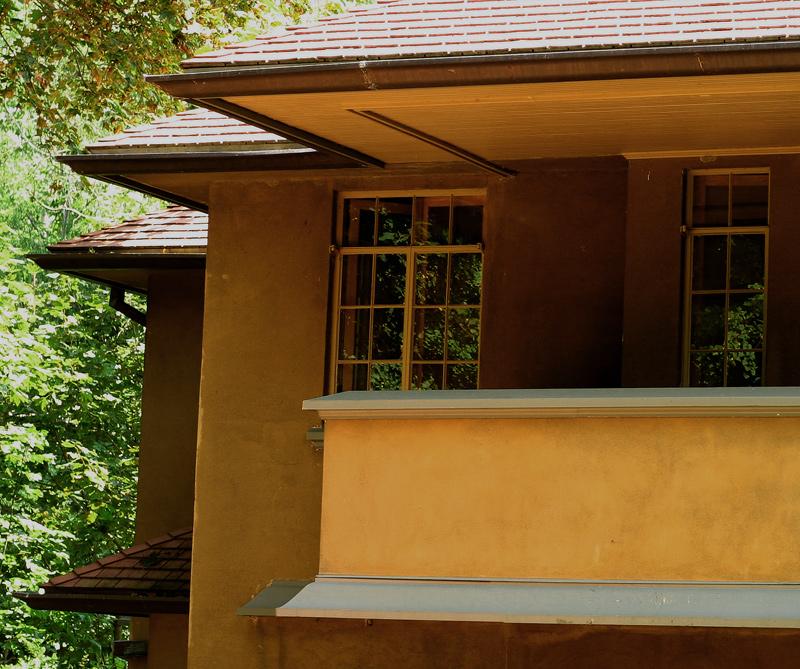 Frank Lloyd Wright-Cantilever