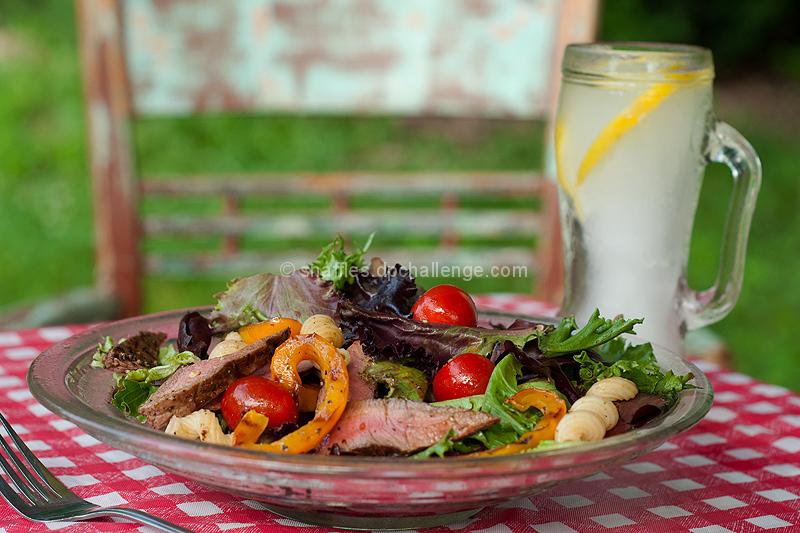 Grilled pepper steak salad