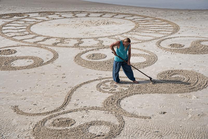Circles and Curves - The Beach Artist