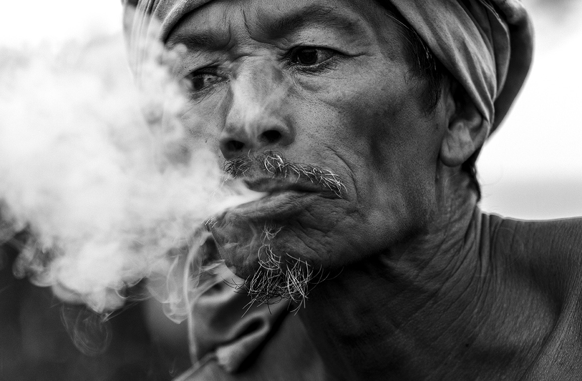 IMG_OLD MAN SMOKE