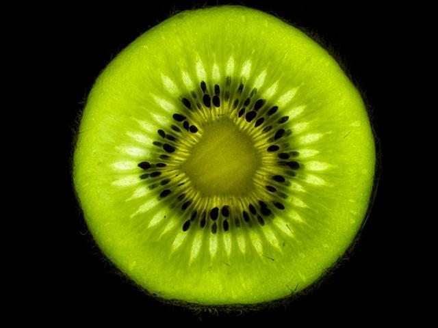 Kiwi sliced.jpg