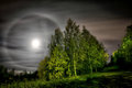 A freezing moon halo
