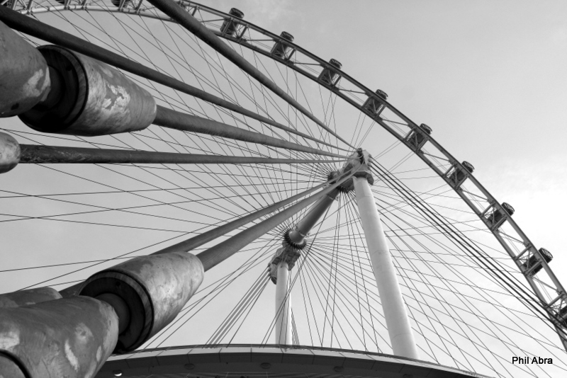 Singapore Flyer from Below.jpg