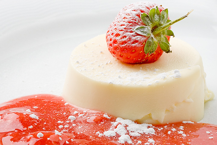 Food 06 - Panna cotta with strawberry