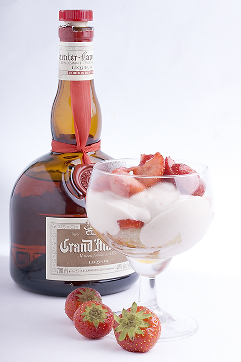 Food 31 - Strawberry trifle with white chocolate cream