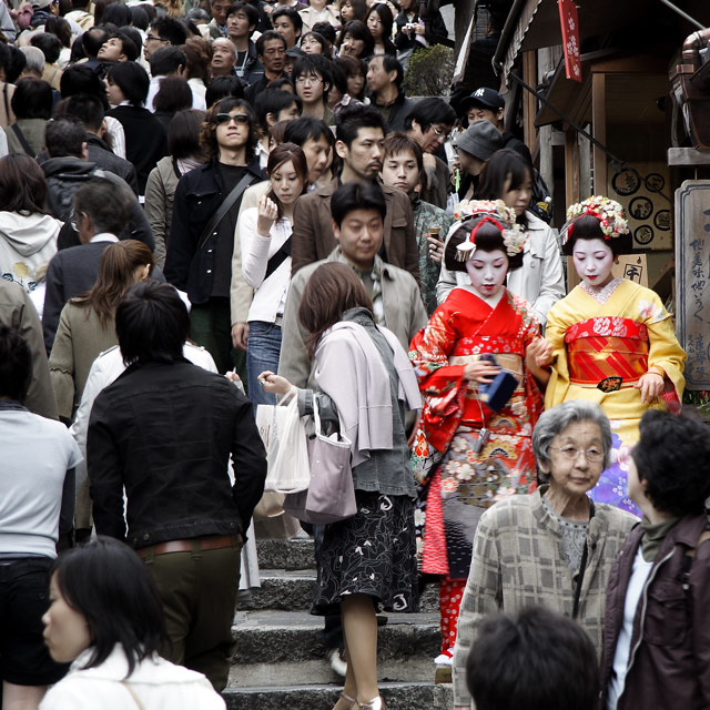 Colorful living memories of Japan : today's Geisha