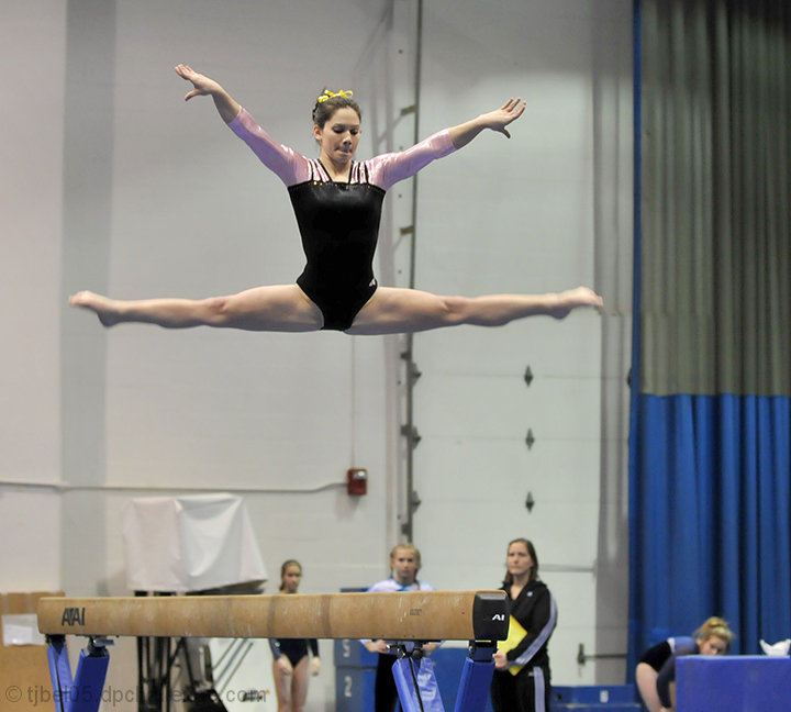 Straddle Jump on beam