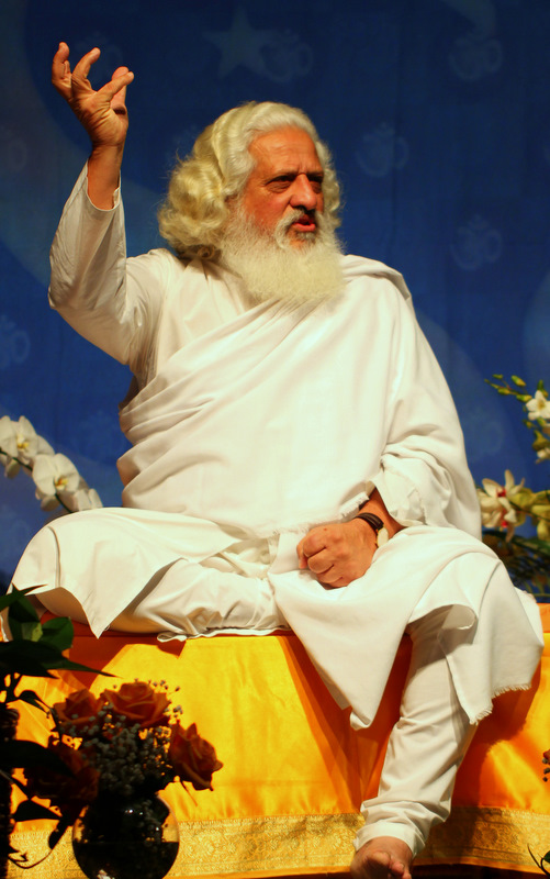 Yogiraj Siddhanath teaching that the body can heal itself.