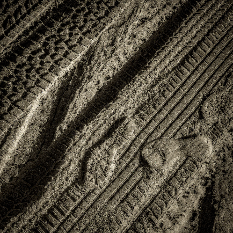A Thousand Edges Carved in Sand