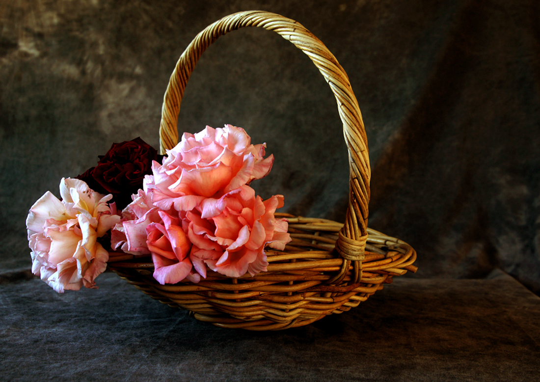 A Basket of Roses, for your lover, from your heart.....